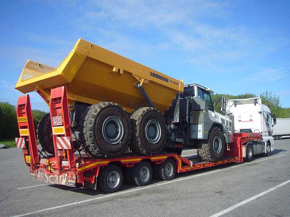 Sondertransport Dumper mit Tiefbett